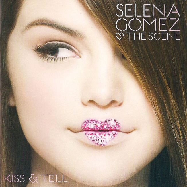Selena_Gomez_y_The_Scene-Kiss_y_Tell-Frontal